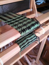 houndstooth on the loom